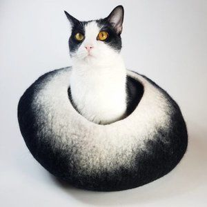 Black and White Cat Cave | Pet Bed